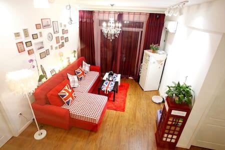 Cute cozy LOFT bed,MRT 4'/阁楼床步行楚河汉街 - Wuhan