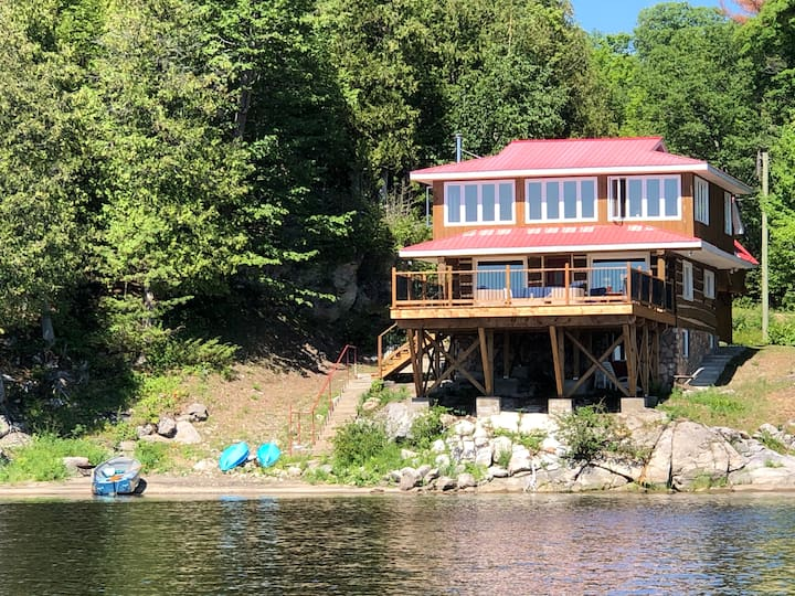 Beautiful Waterfront Cottage on Ottawa River