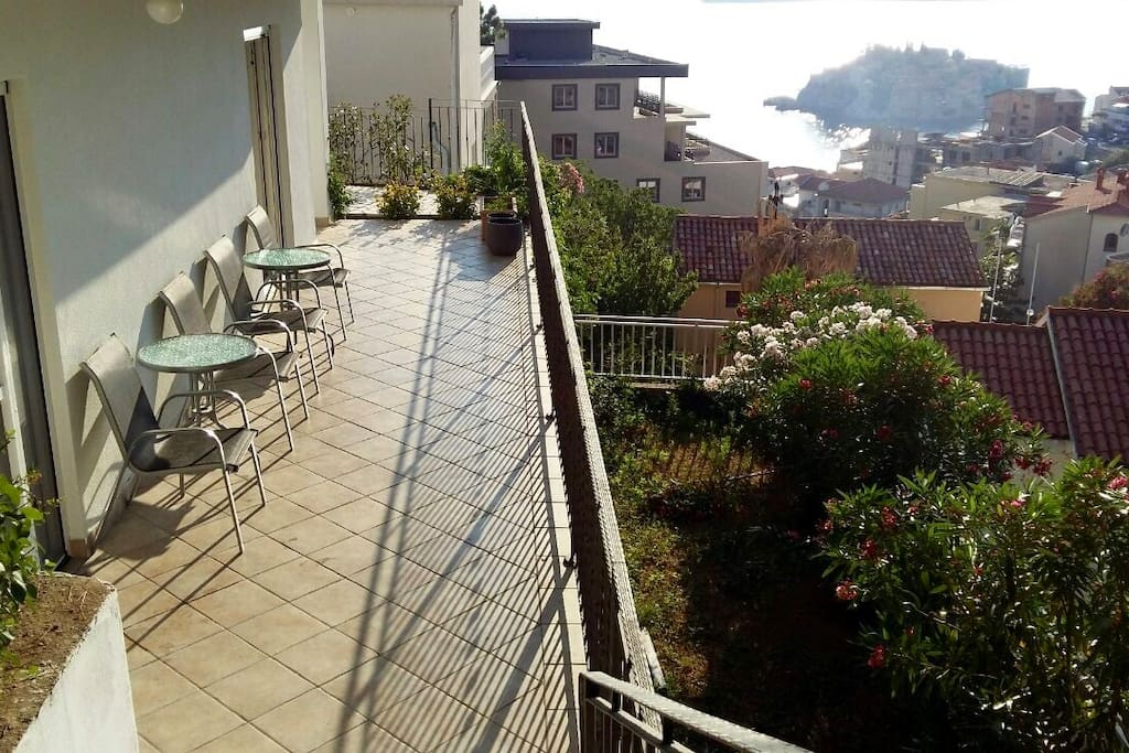 Shared terrace with garden and sea view