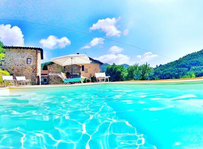 Camera privata con piscina - Agriturismo i Chiosi - Comano - Huis