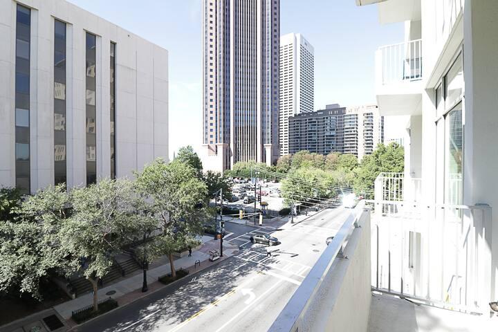 Beautiful Loft Style Midtown apartment