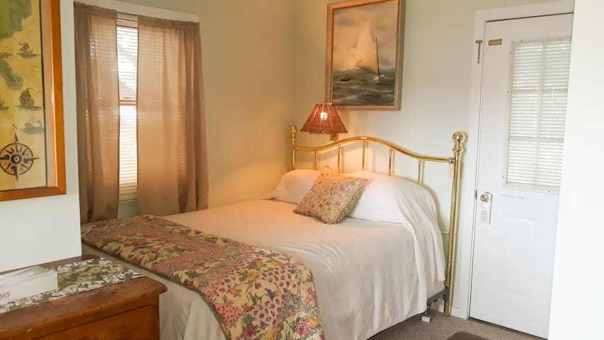Starboards queen bed, positioned along the wall. Please look at all pictures + read all notes and descriptions before booking! This is a studio efficiency on the 2nd floor, pet friendly w/ 25$ per pet per night fee non-negotiable