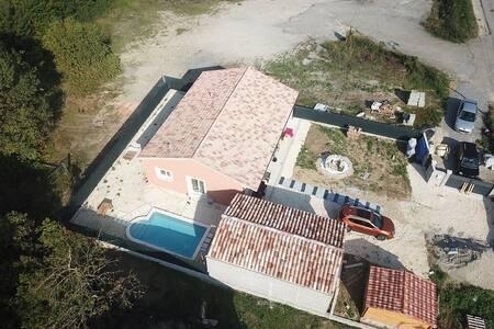 location  maison  40m2 climatisée  dns propriété