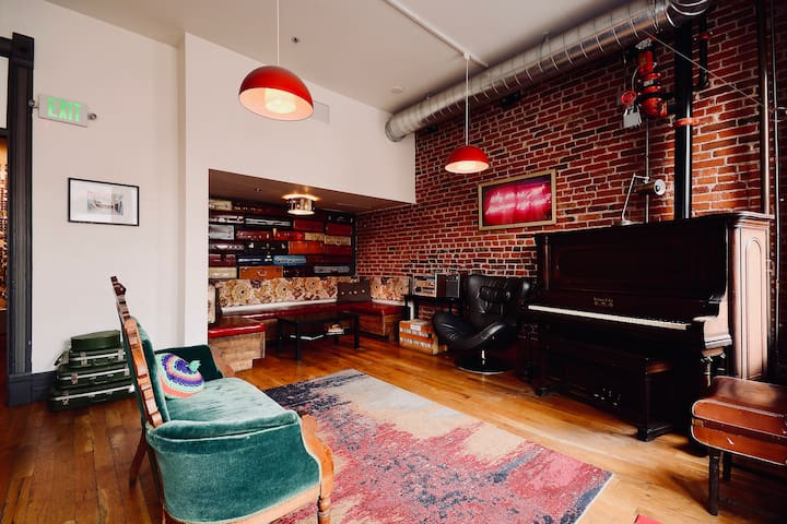 Private 4 Bed Room *SAFE STAY* in Amazing Hostel!!