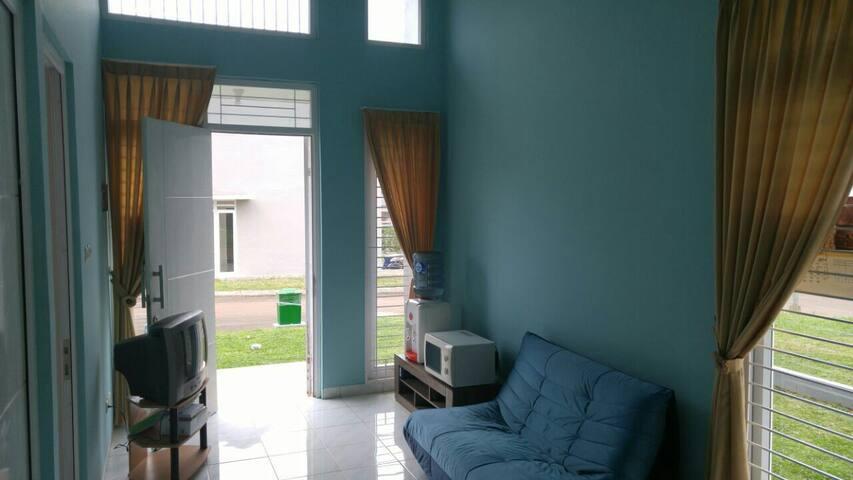 Comfy HomVilla in Sentul City Bogor - Bogor - House