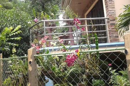 AC room with Bathroom & Free WiFi - Culasi, Antique - House