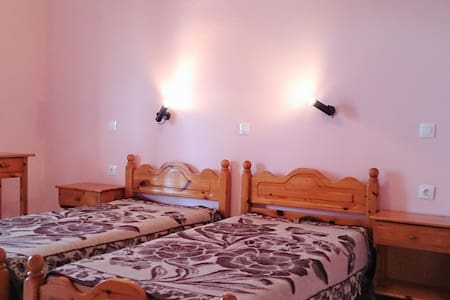 Private apartment steps from the beach & market! - Sidari - Daire