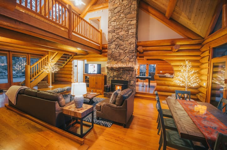 Luxurious Log Cabin with Spectacular View