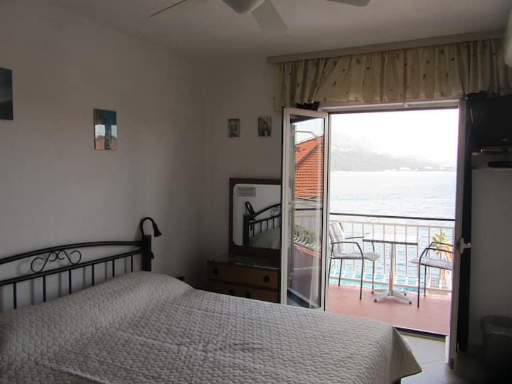 Sea view room Sessa2