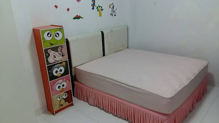 Homy Room With Parking Included