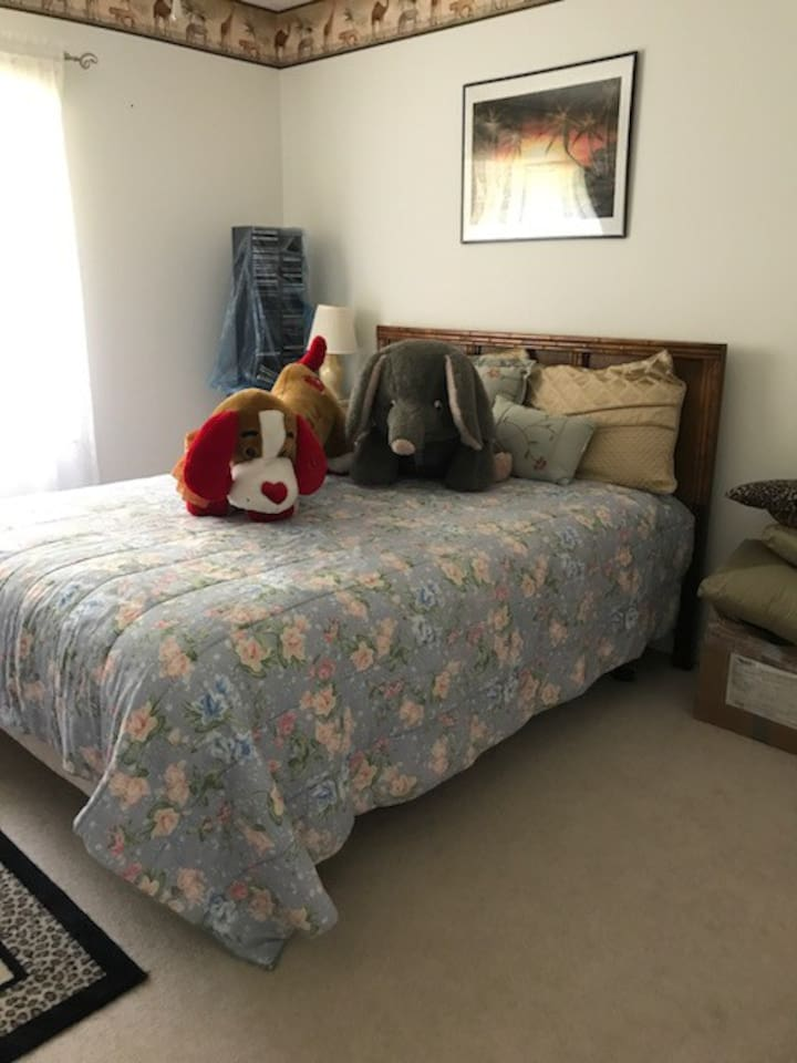 Guest Bedroom/Full size bed