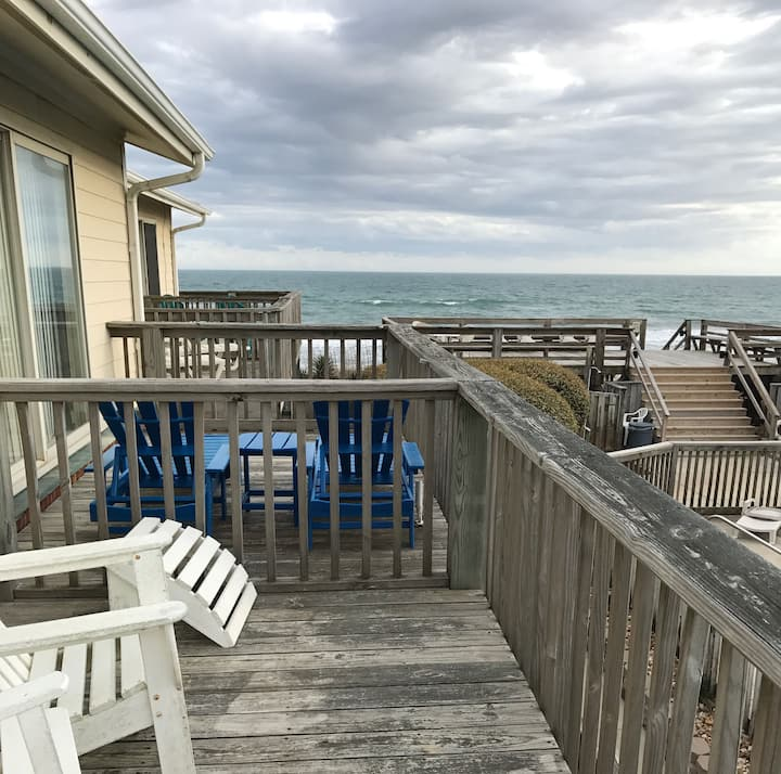 Book your getaway now! 2 BR with ocean view.