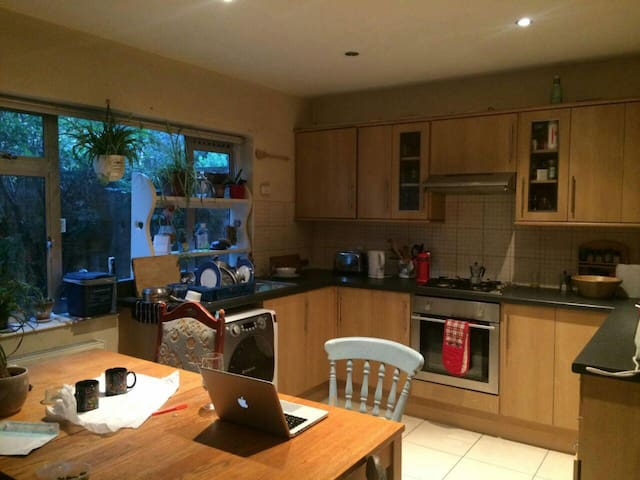 Cosy double room in Dalston