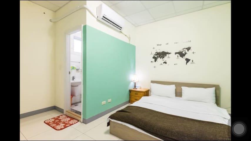 ~綠洲套房~獨立衛浴 頂級舒適床墊 熱鬧的寧靜巷弄 完全隱私 - Nanzi District - House