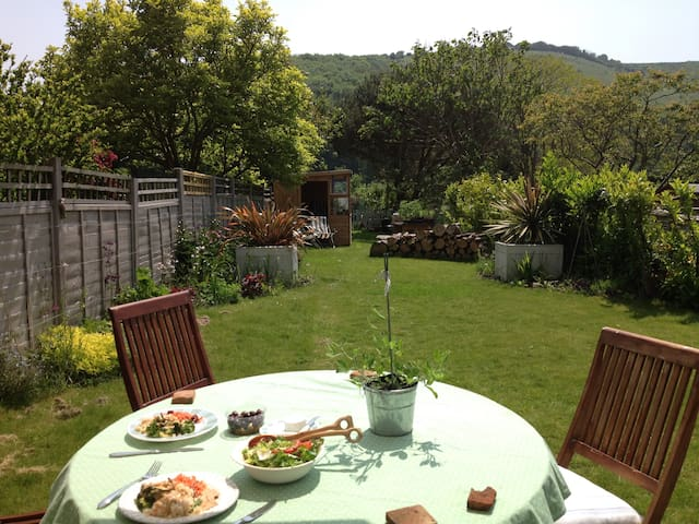 Cosy South Downs Cottage near Brighton (sleeps 4) - Poynings - House