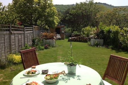 Cosy South Downs Cottage near Brighton (sleeps 4) - Poynings - Dům