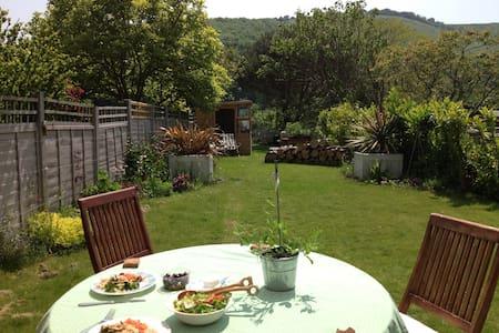 Cosy South Downs Cottage near Brighton (sleeps 4) - Poynings - Ev