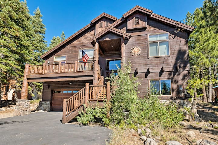 Luxe Tahoe Home Near Golf, Donner Lake & Hiking!