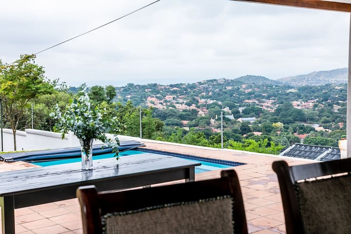 Calypso Room - Serene luxury for business traveler