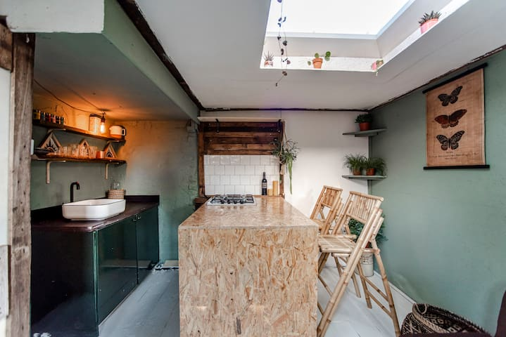 Back to basis, tiny Amsterdam BeachHouse Garden-house