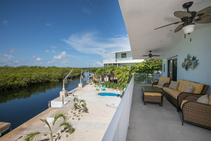 Canal Front Private Keys home with Pool