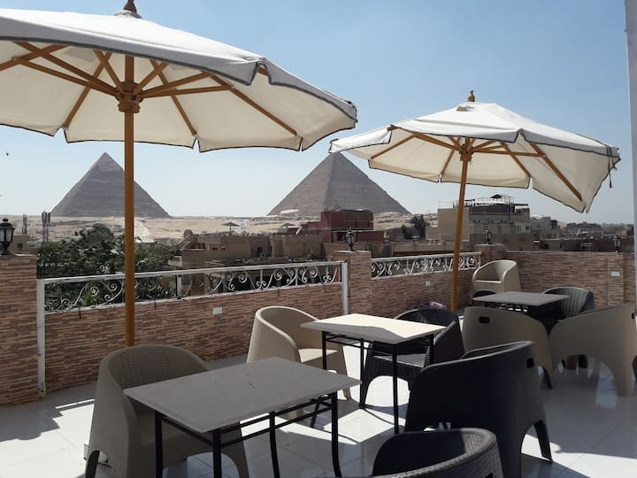 It's 4minutes walk from hotel to pyramids gate