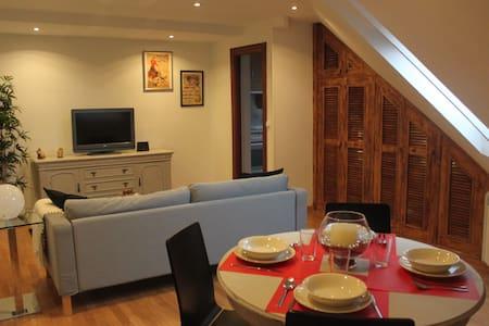 Ático cómodo y servicial - Appartement