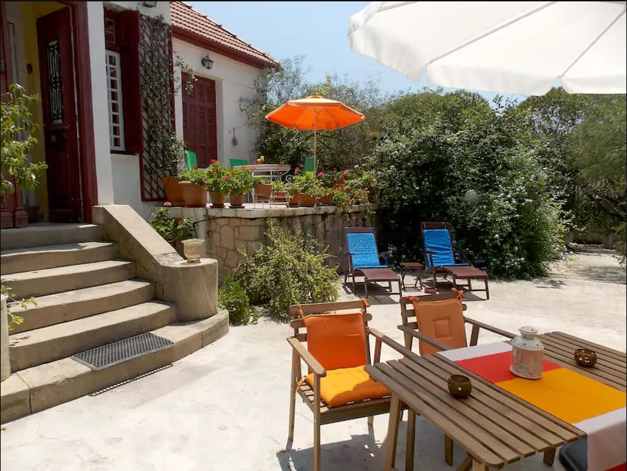 Live in The Oldest Pistachio Estate : outdoor seating areas