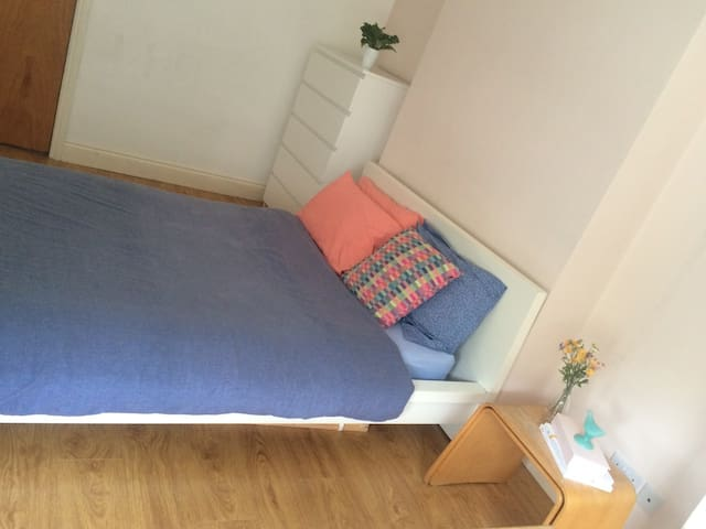 MASSIVE DOUBLE BEDROOM 5 MIN FORM HOLLOWAY RD ST!! - London