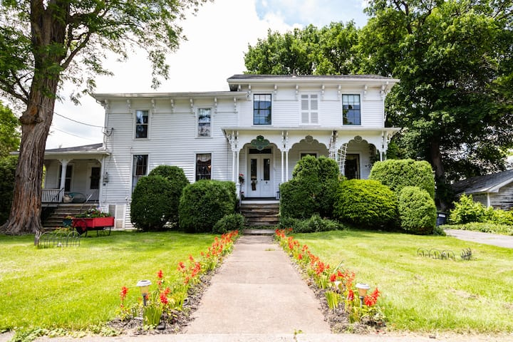 Historic victorian with period antiques