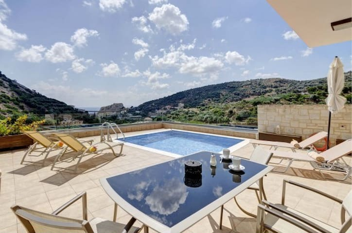 Helen Elegant Villa with Swimming Pool