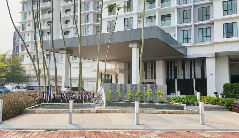 Platino 2br 1-5pax WIFI@1min walk to Paradigm Mall
