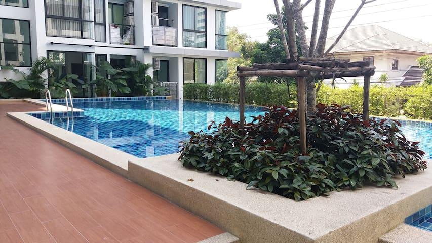 Warm & Design 1BR Apt Sukhumvit BTS - Bangkok - Apartment