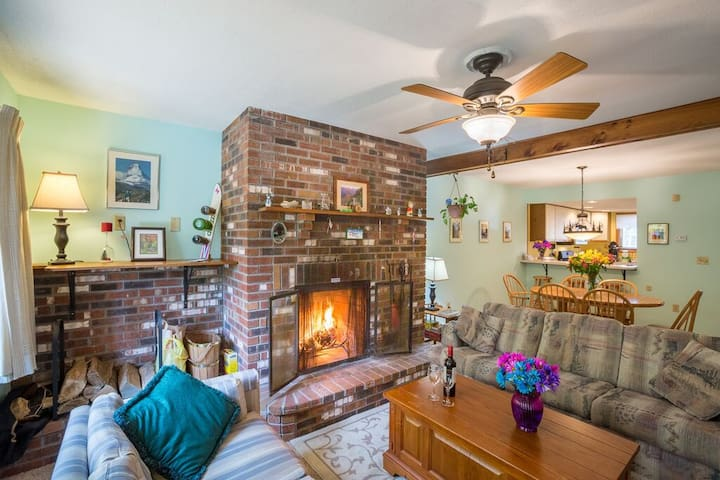 <center>Large beautiful brick wood burning fire place to keep you warm no matter the weather outside<center>