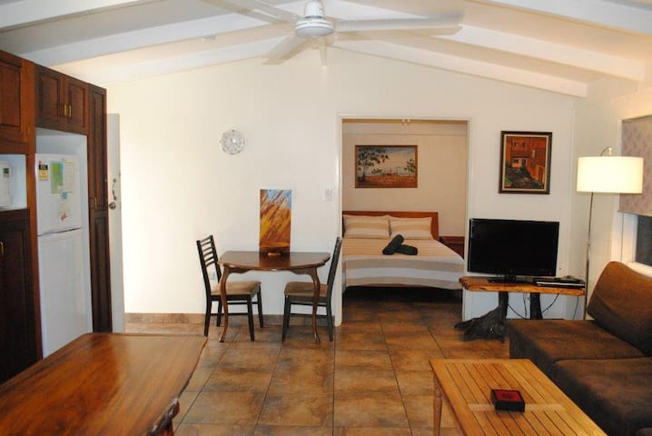 Adair Cottage - Beachside, free wifi, fully self contained, air conditioned, pet friendly