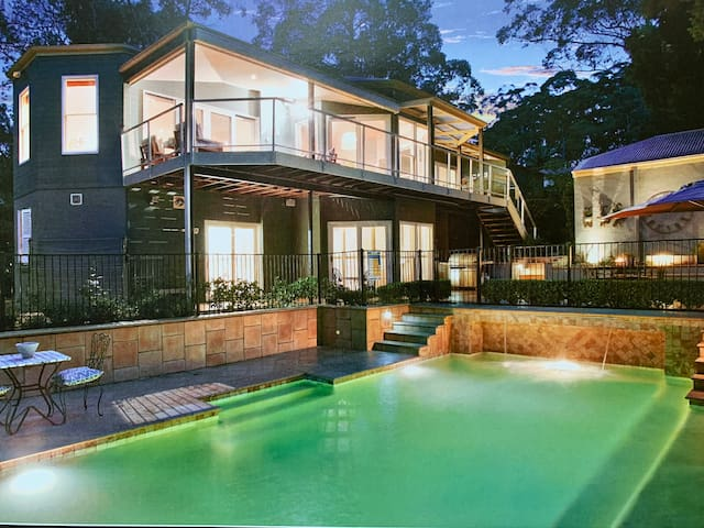 Awesome Garden Home in Sydney free parking
