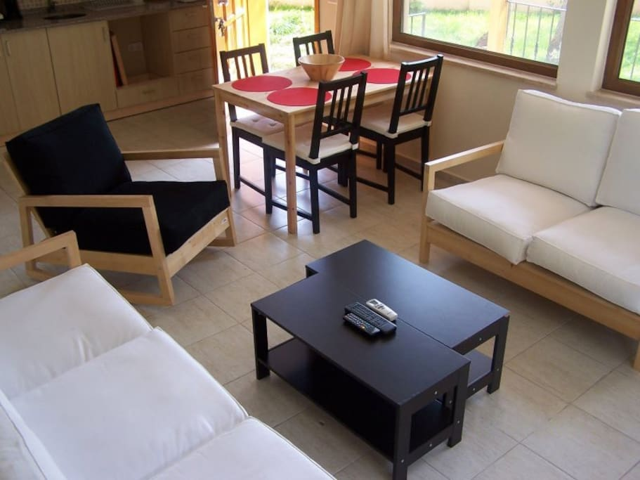 B6 - Living Room