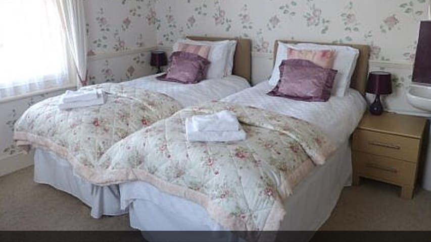 TWIN BEDS - ROOM ONLY - Tennyson -shared bathroom