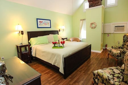 The Homestead B&B - Sunflower Room - Rehoboth Beach