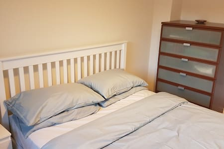 Private Room with King Sized Bed in Tamworth - Wilnecote - บ้าน