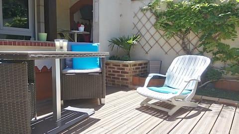 charmant studio et sa terrasse au calme