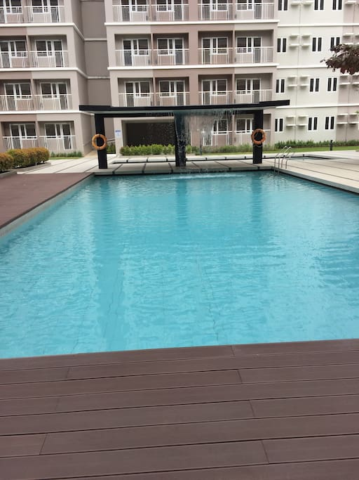 2 large swimming pools with standby lifeguard.