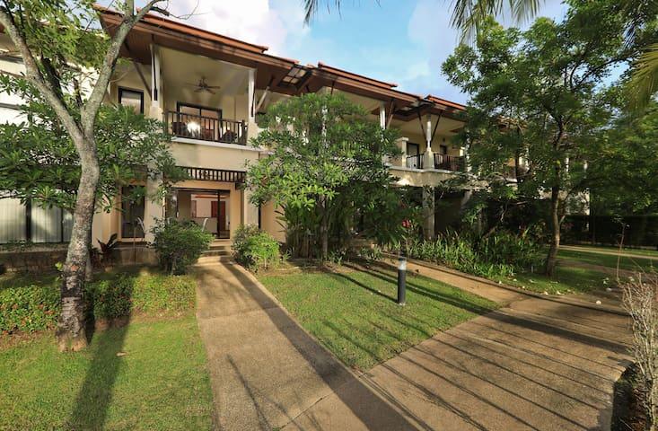 Town house in Laguna Village