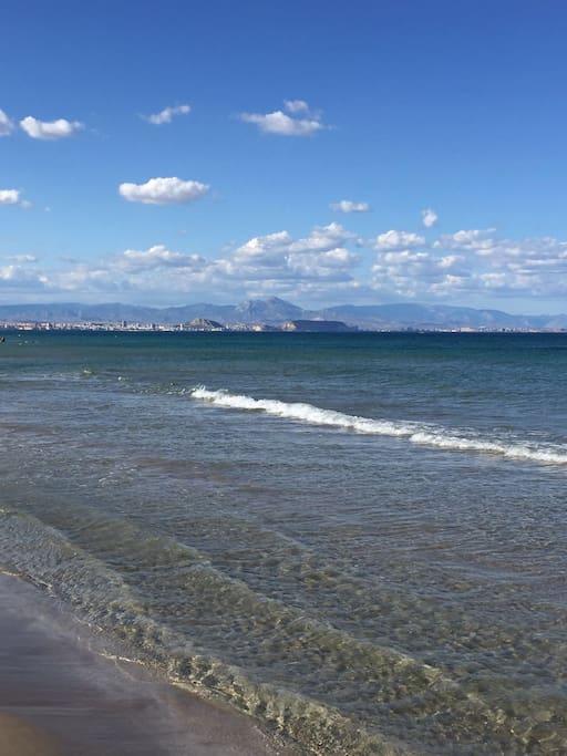 Playa de aguas cristalinas y transparentes  a 5 km. de nuestra casa.