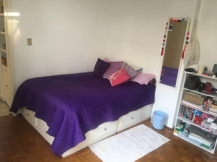 Bonita y amplia habitación