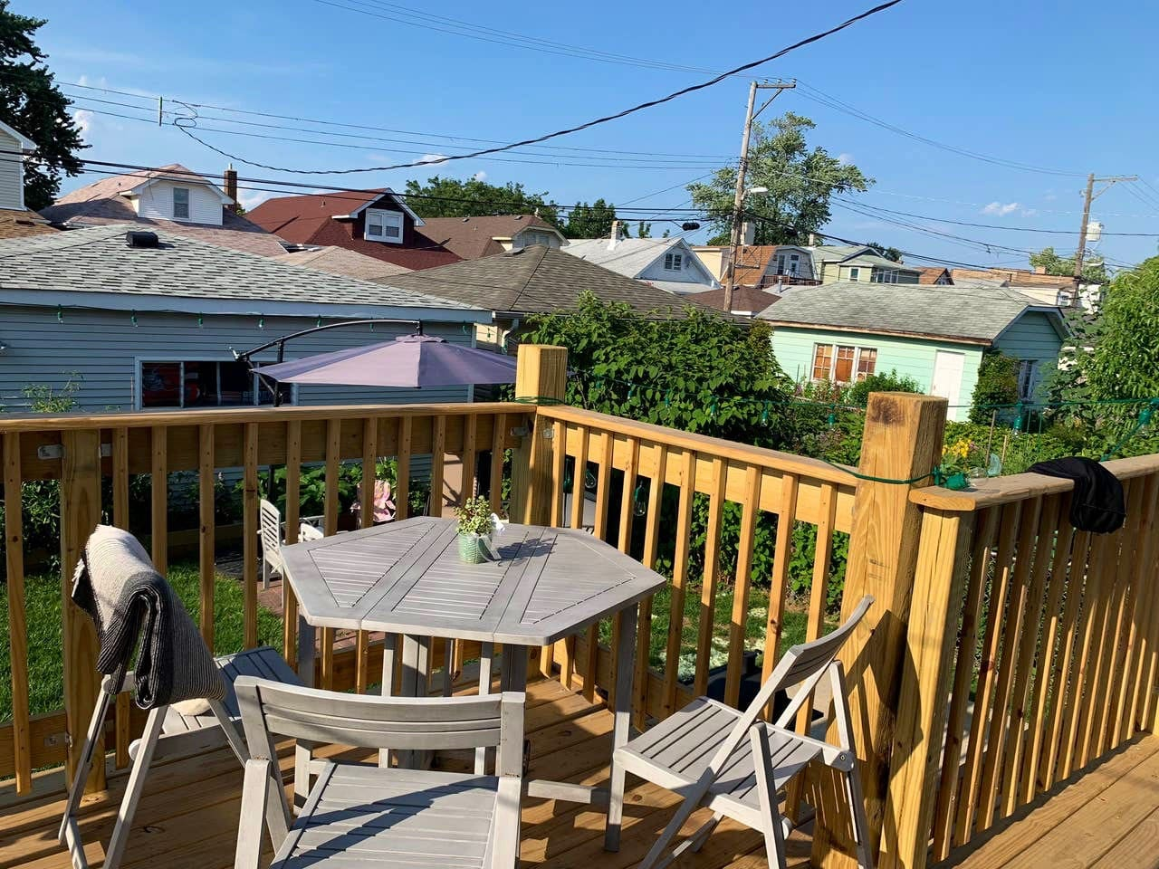 Sunny back deck with Chicago neighborhood views. Watch the planes fly in from O'hare!