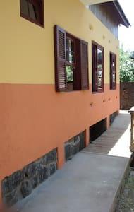 Casa Amarela no Matadeiro - Salomé - Praia