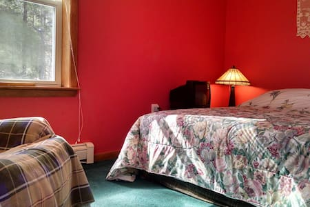 PRIVATE ROOM w/PRIVATE BATH, 2 miles to Kripalu - Stockbridge
