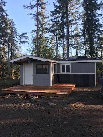 Hillside Hideaway Cabin Retreat