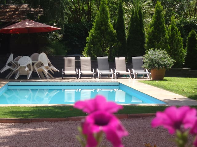 25 min from Madrid. Pool & garden - Galapagar - Dom